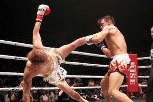 'Thần đồng' kickboxing Nhật Bản tung cú đá hạ gục đối thủ