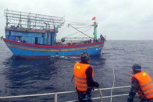 Cảnh sát biển cứu thành công 2 tàu cá gặp nạn trên biển Nghệ An