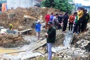 Đào móng nhà, tường hàng xóm đổ sập khiến 2 thợ hồ thương vong