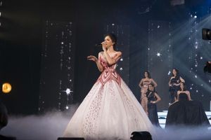 Tranh cãi vì phần trình diễn lipsync tại Miss International Queen 2019, khả năng hát live của Hương Giang đến đâu?