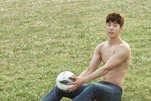 Hình ảnh phô diễn cơ bắp của Nam Joo Hyuk 4 năm trước gây sốt - Lee Sung Kyung đẹp rực rỡ trên Elle Korea