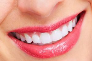 Bí quyết tẩy trắng răng ố vàng từ dầu dừa và baking soda