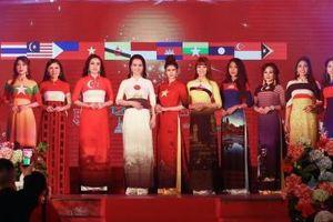 Diễn viên Lý Hương hội ngộ đọ sắc cùng Mai Thu Huyền