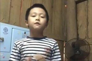 Bộ trưởng GD&ĐT khen cậu bé lớp 2 vượt hơn trăm km học tiếng Anh