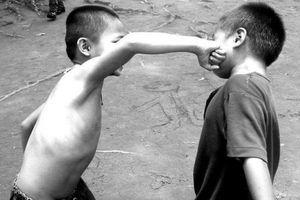 'Con bị bạn bắt nạt, tôi bảo phải đánh lại gấp đôi'