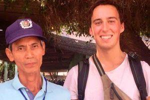 Bảo vệ nhặt được túi xách của 'người lạ' đăng Facebook và cái kết