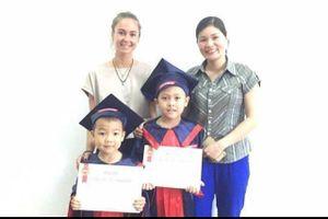 Bộ trưởng Phùng Xuân Nhạ gửi thư khen cậu trò vùng cao vượt trăm km học tiếng Anh