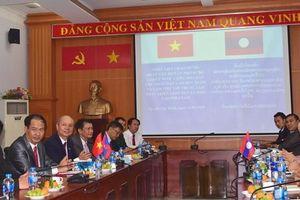 Trao đổi phương thức quản lý GD Việt Nam - Lào