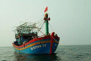 Tiếp nhận tàu cá và 16 ngư dân gặp nạn trên vùng biển Nghệ An