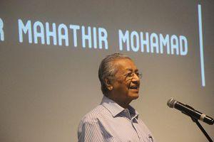 Thủ tướng Malaysia: Công chức quá nhiều làm giảm tăng trưởng kinh tế