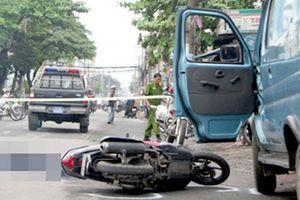 Mở cửa ô tô gây tai nạn nghiêm trọng xử phạt thế nào?