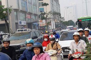 Cảnh ùn tắc và lộn xộn ở hai tuyến đường Hà Nội muốn thí điểm cấm xe máy