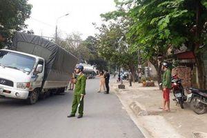 Đang lưu thông, xe tải rơi bánh khiến 1 người bị thương