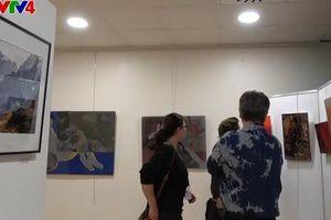 Nét văn hóa Việt qua các tác phẩm nghệ thuật tại triển lãm Double Vision