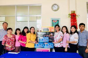 Cần Thơ: Hỗ trợ trang thiết bị hoạt động cho 3 CLB 'Nữ công nhân nhà trọ'