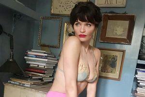 Cựu siêu mẫu Helena Christensen đăng ảnh nude táo bạo ở tuổi 50