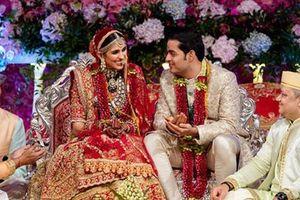 Phô trương như đám cưới Ấn Độ