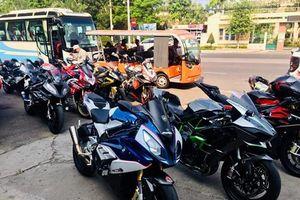Choáng ngợp với đoàn xe rước dâu toàn 'siêu xe' tại Sài Gòn
