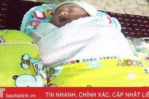 Người dân nhặt được bé gái sơ sinh cạnh bãi rác ở Lộc Hà