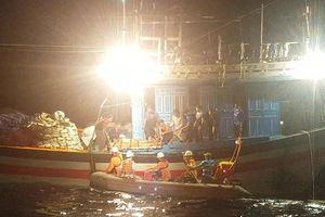 SAR 412 cứu nạn ngư dân Quảng Ngãi ở vùng biển Hoàng Sa