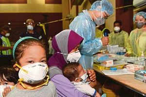 Malaysia đóng cửa 111 trường học vì rò rỉ chất độc