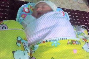 Bé gái sơ sinh nguyên dây rốn bị bỏ rơi cạnh bãi rác