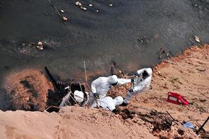 947 người ngộ độc, Malaysia bắt đầu nạo vét sông ô nhiễm