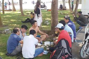 Lại nấu nướng, ăn nhậu ở công viên bãi biển