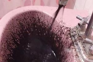 Venezuela: Sốc vì nước sinh hoạt đen sì, nghi bị nhiễm dầu thô