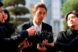 Jung Joon Young trình diện cảnh sát sau bê bối quay clip sex