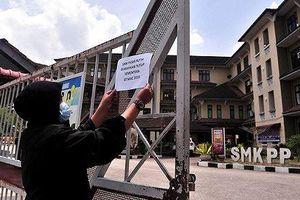 Malaysia đóng cửa hàng trăm trường học vì ngộ độc lan rộng