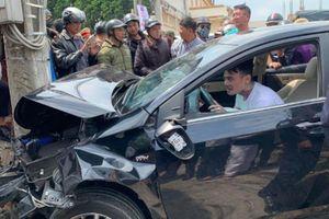 Kinh hoàng thanh niên ngáo đá tông xe liên hoàn, cắn công an ở Lâm Đồng