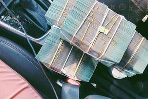 MC mặc váy 'lấp ló' vòng 1: 'Có tháng kiếm được 60 triệu, tự mua ô tô, tôi chẳng làm gì trái thuần phong mỹ tục'