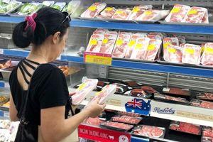 Người tiêu dùng TP.HCM dè chừng với thịt heo ở chợ
