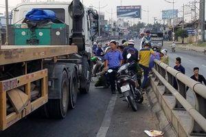 Người đàn ông chết thảm dưới bánh xe sau va chạm với xe container