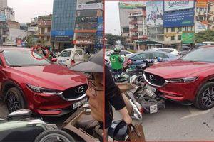Nữ tài xế lái xe Mazda CX5 tông bay hàng loạt xe máy trên phố Hà Nội