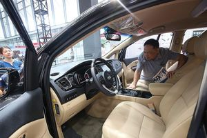 Kích cầu tiêu thụ ô tô