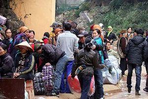 Hơn 300 'cửu vạn' tụ tập cản trở lực lượng làm nhiệm vụ tại khu vực đường mòn