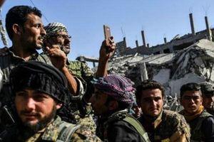 Bức xúc trước hành vi của SDF, lực lượng dân quân ở Raqqa tấn công đoàn xe Mỹ và SDF
