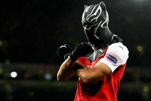 Aubameyang hóa thành 'Black Panther' sau khi ghi bàn cho Arsenal