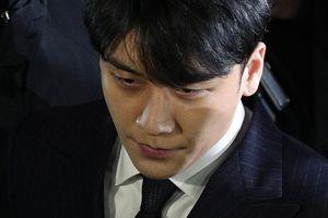 Seungri và Jung Joon Young giao nộp điện thoại cho cảnh sát