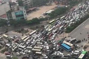 Cảnh tắc đường kinh hoàng ở Hà Nội từ góc quay trên cao