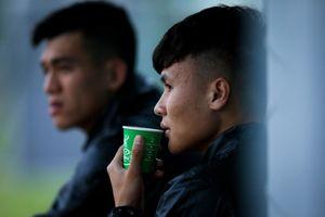 Quang Hải trầm ngâm trên băng ghế kỹ thuật vì chấn thương