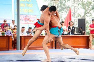 Tưng bừng khai mạc giải vô địch Vật dân tộc toàn quốc lần thứ 23