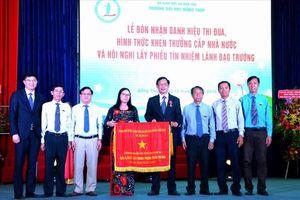 ĐH Đồng Tháp đón nhận Cờ thi đua Chính phủ