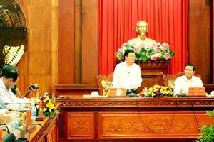 Phó Thủ tướng Trịnh Đình Dũng khảo sát tuyến kênh Chợ Gạo