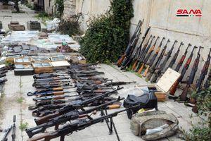 Cận cảnh kho vũ khí khủng mà quân đội Syria vừa phát hiện được