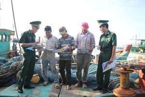Giúp ngư dân nắm vững pháp luật để hạn chế vi phạm trên biển