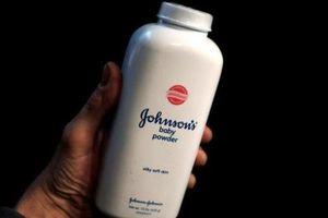Một người phụ nữ đã kiện Johnson & Johnson vì khiến bà mắc bệnh ung thư