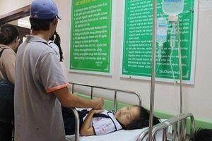 Tổ chức tiệc sinh nhật tại lớp, 38 học sinh lớp 2 nhập viện cấp cứu